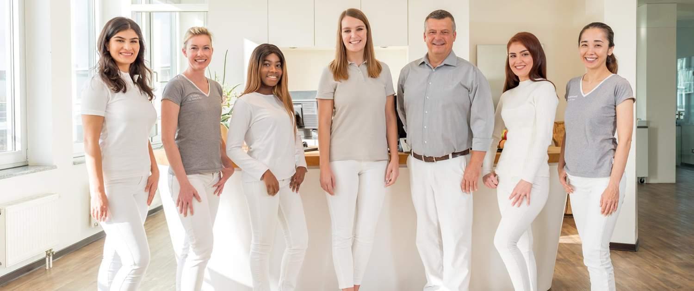 Team -Zahnarzt Dr. Drong- für ganzheitliche Mundgesundheit in Hamburg-Altona